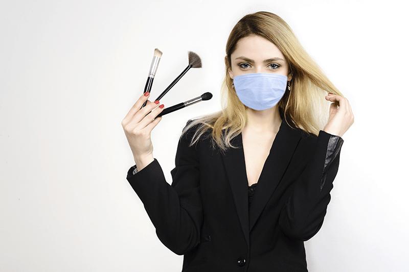 Cosmetica Italia: calano le vendite del make-up, cresce il canale online