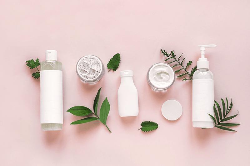Etichette dei cosmetici naturali poco chiare, rischio greenwashing