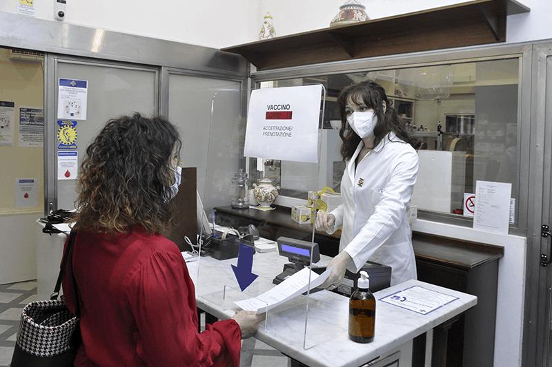 Vaccini in farmacia, l'accordo della categoria con Governo e Regioni